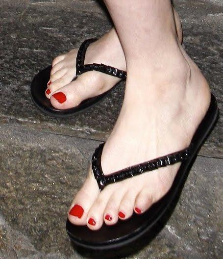 Avril Lavigne Feet 108