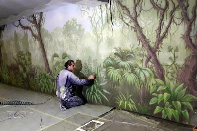 Malowanie obrazów na ścianie, obraz malowany na ścianie, motyw dżungli, graffiti artystyczne namalowane w mieszkaniu
