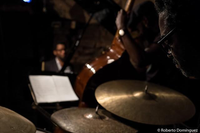 © R.Domínguez - Aruán Ortiz Trio