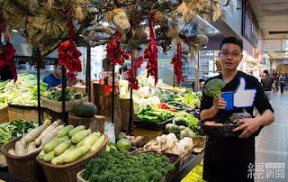 改造後的士東市場蔬果攤