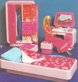 La troisi me una mostra per barbie for Piscina di barbie
