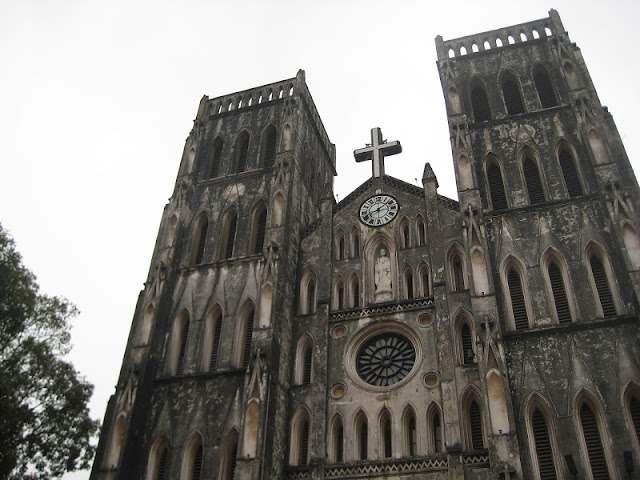 Visit the 132-year-old cathedral in Hanoi capital