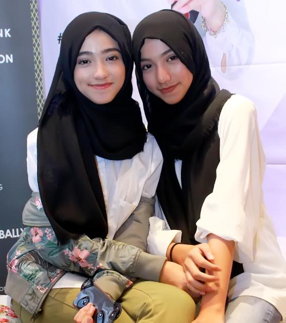 Celebrating World Hijab Day With Aidijuma Scarf And Think Fashion Roswitha Jassin S Stories