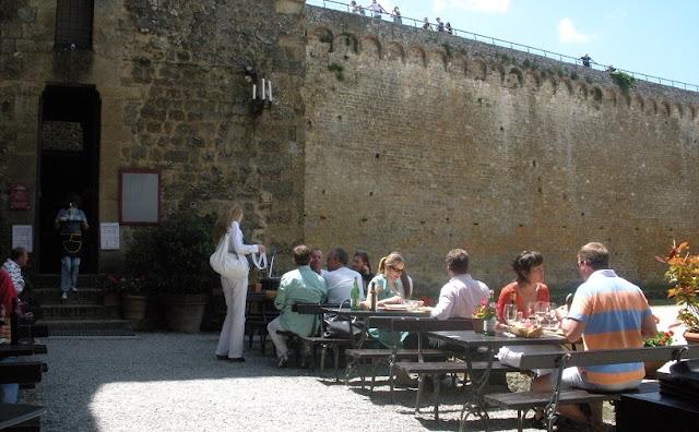 Informações sobre a Enoteza Fortezza di Montalcino