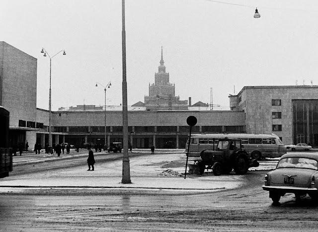 1969 год. Рига. Привокзальная площадь. Здание ж/д вокзала.
