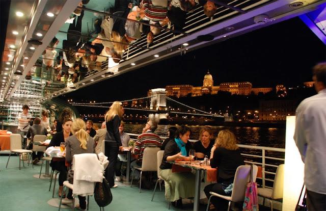 Passeio de barco com jantar pelo Rio Danube a noite
