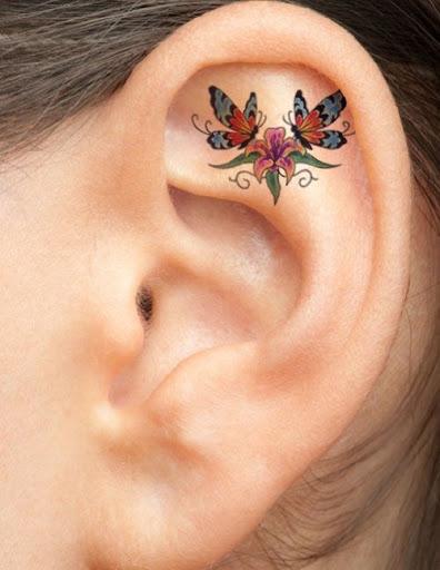 Duas Borboletas e Flores Ouvido Tatuagem