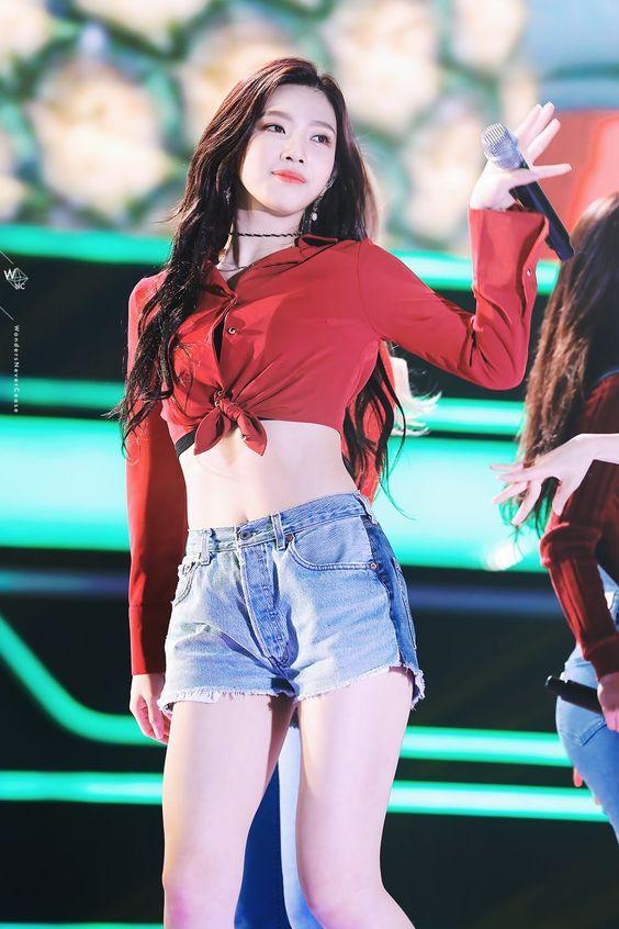Red Velvet's Joy Showcases Her Slim Waist In These 8 Photos! | Daily K Pop News