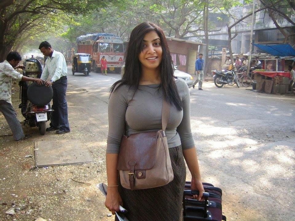 Desi real girl in public — photo 10