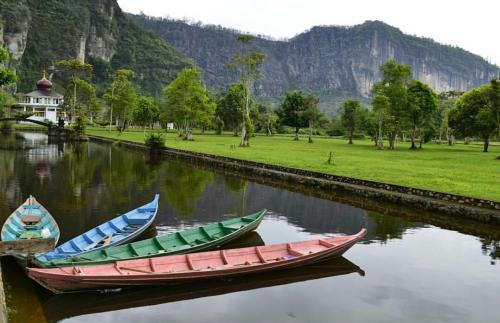 Danau di Lembah Harau Padang