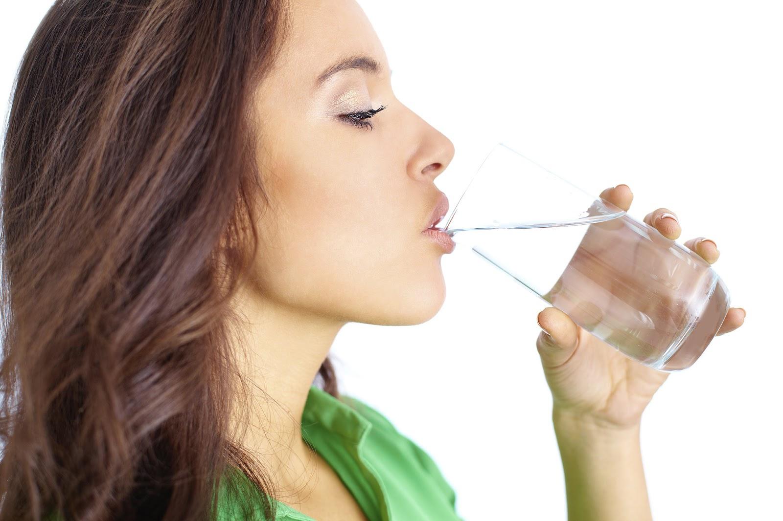 Hasil gambar untuk mengkonsumsi air putih