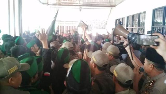 Lagi, Aksi Mahasiswa HMI di Lampung Bentrok dengan Polisi, Satu Mahasiswi Terluka