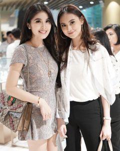 Foto paha mulus Sandra Dewi