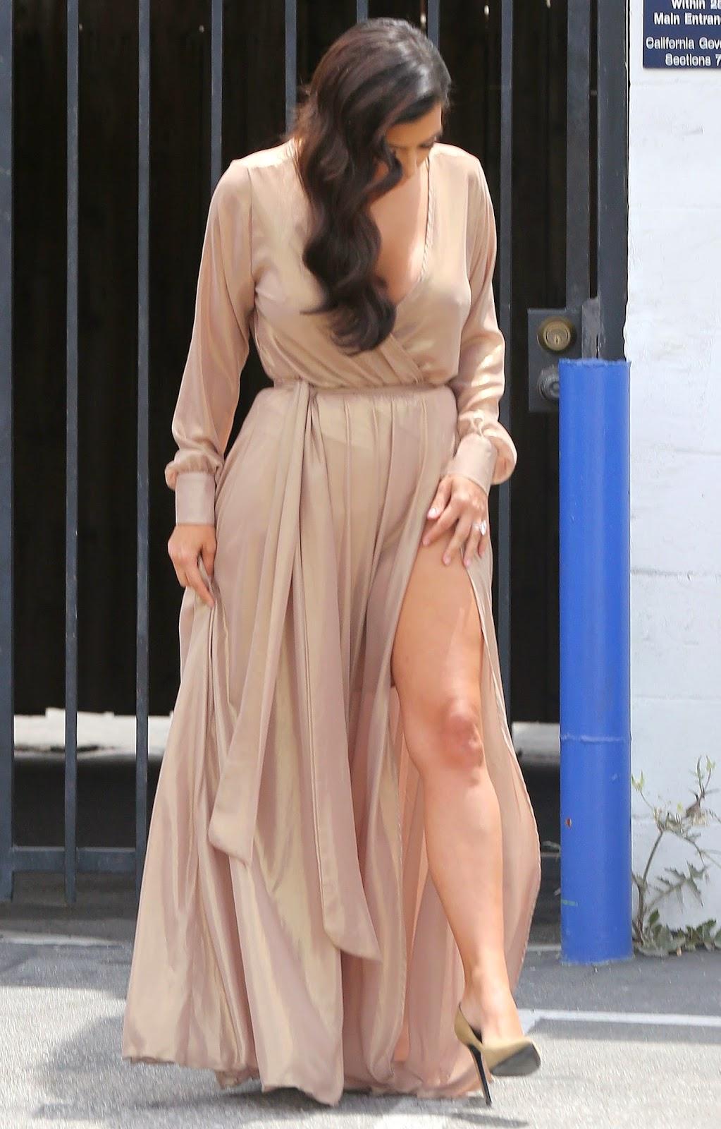 Indian Girl Full Hd Wallpaper Kim Kardashian Hot Cleavage And Legs Show Gallery