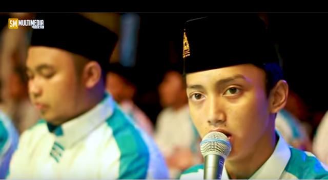 """Lirik """"BAHASI BIBIRMU""""  Vocal GUS AZMI Majlis Syubbanul Muslimin"""