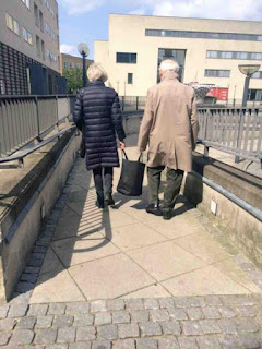 Lihatlah! Perilaku Pasangan Lanjut Usia Ini Pasti Akan Membuat Anda Iri Melihatnya