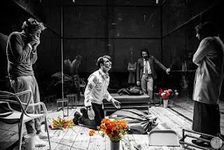 """""""Η γίδα ή Ποια είναι η Σύλβια;"""" του Έντουαρντ Άλμπι, σε σκηνοθεσία Νικορέστη Χανιωτάκη."""