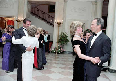 Tom Selleck bailando con Nancy Reagan y la princesa Diana con Clint Eastwood