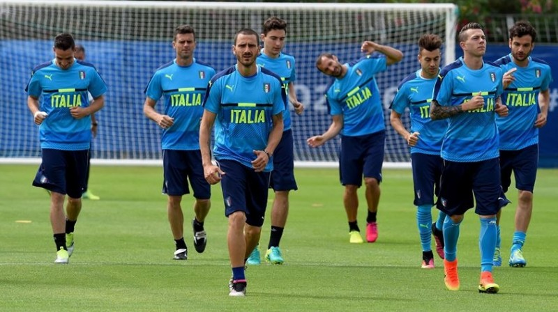 Pemain Italia sedang berlatih jelang melawan Swedia