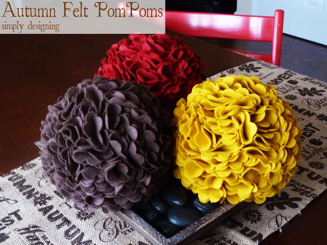 Autumn Felt PomPoms | #falldecor #turkeytablescapes #felt #sizzix #thanksgivingdecor