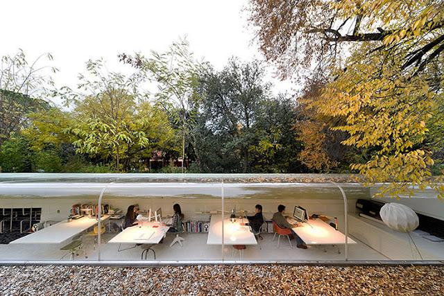 interior kantor minimalis natural menyatu dengan alam