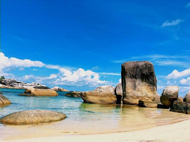 foto pantai tanjung tinggi laskar pelangi
