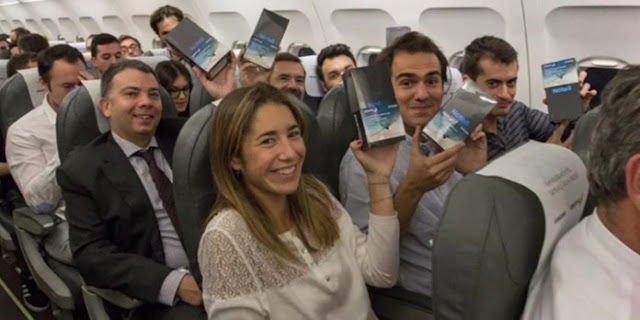 Passageiros durante voo receberam um Samsung Galaxy Note 8