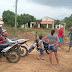 População do distrito de Serra da Arara se revolta com proprietário de casa que construiu muro dificultando passagem de carros e motos. Revoltados morados reabriram antiga estrada.