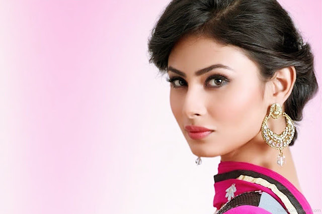 mouni-roy-beautiful-face