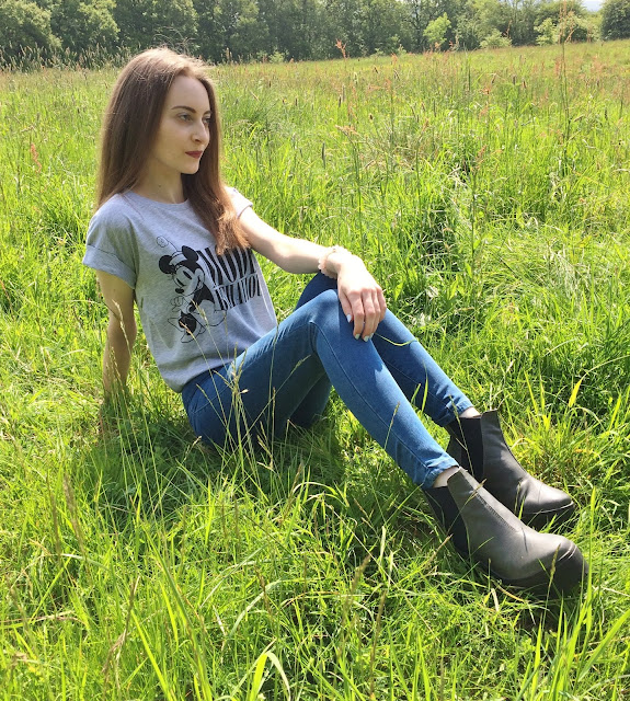 topshop jeans primark tee river island boots model behaviour ootd