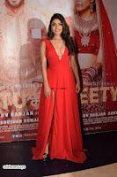 ishita Raj Sharma in Red Gown Stunning Beauty at success party of film sonu ke u ki sweety 018.jpg