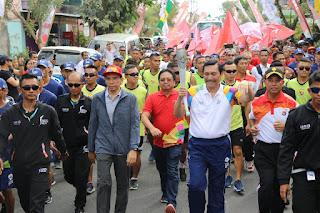 <b>Dengan Berlari, Luhut dan TGB Bawa Obor Asian Games 18</b>
