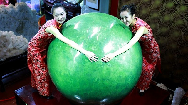 Six-ton Chinese 'Fluorite Pearl' Is World's Largest