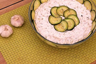 Salata-prilog-krastavci-feta-sir
