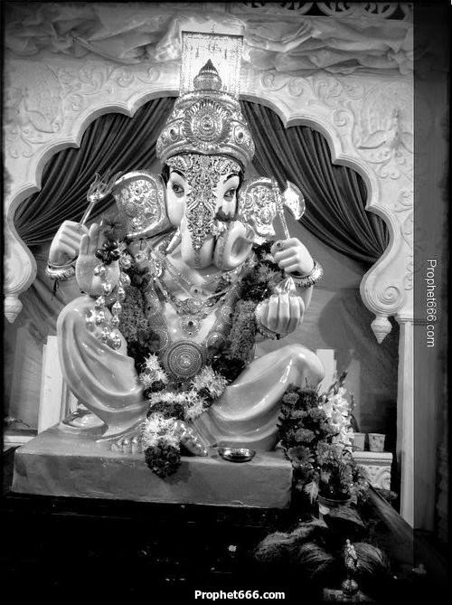 A Ganesha Idol to seek blessings