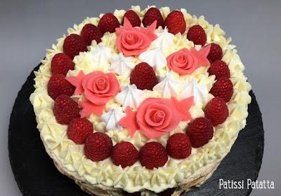 recette du framboisier-fraisier, framboises, fraises, dacquoise aux amandes, gâteau au framboises et aux fraises, gâteau d'anniversaire, roses en chocolat, crémeux vanille tonka, ganache montée au chocolat blanc et tonka, tutoriel pour modeler fleurs en chocolat, tutoriel vidéo fleurs en chocolat, video modeling flowers, strawberrys cake, raspberry cake, birthday cake, patissi-patatta