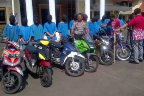XTC - Geng Motor Bandung saat ditangkap polisi