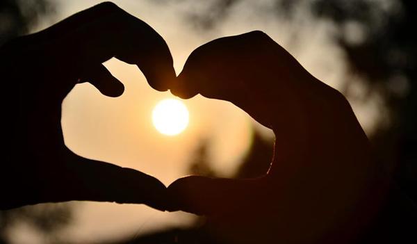 Aşk Karşılıklı Büyümedir, Bağlanma ise Sıkıntı Verici