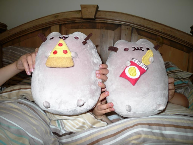 Pusheen Pizza and Pusheen Potato Crisps.