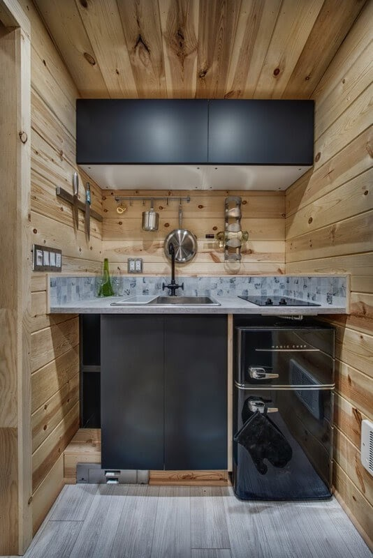 06-Kitchen-Backcountry-Architecture-with-a-Cosy-Tiny-House-www-designstack-co