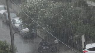 Η απίστευτη φωτογραφία από το χαλάζι στο κέντρο της Αθήνας που «έριξε» το Facebook!