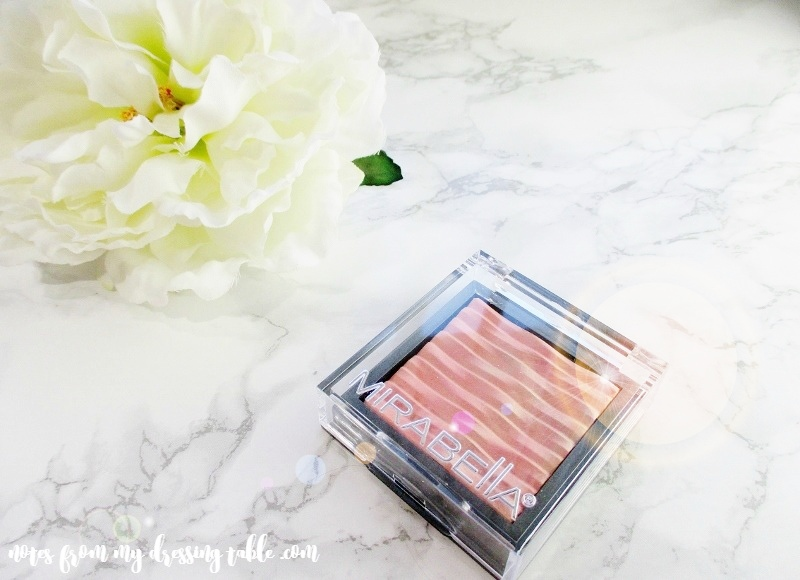 mirabella-lighten-up-brilliant-mineral-highlighter-glowing-coral