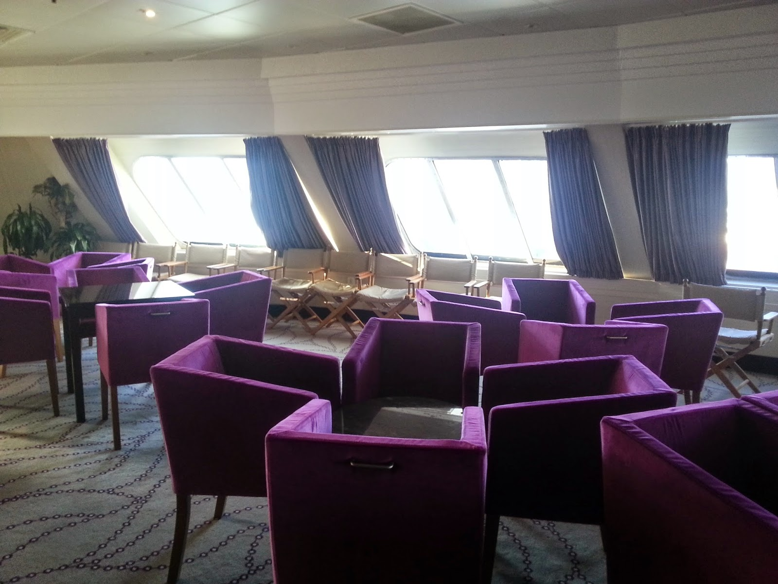On Board Voyages of Discovery's Cruise Ship MV Voyager - Lookout Lounge