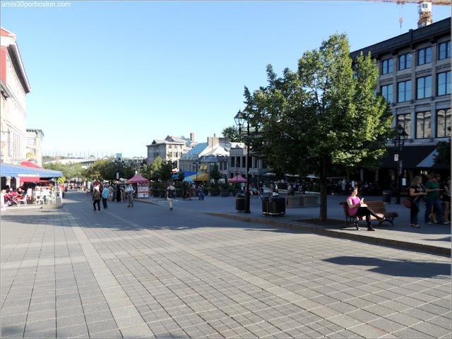 Principales Atracciones Turísticas en Montreal: Plaza Jacques Cartier