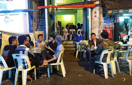 Yangon restaurant and street food in Chinatown