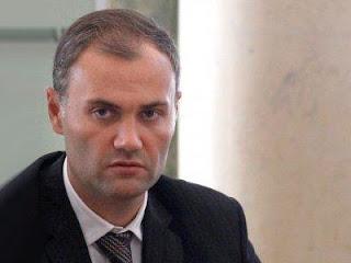 Суд скасував арешт квартир дружини екс-міністра Колобова після закриття справи