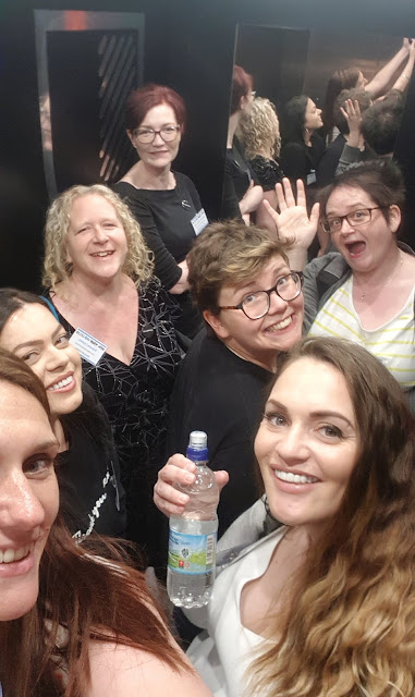 BlogOn Lift Selfie with lots orf bloggers in a lift.