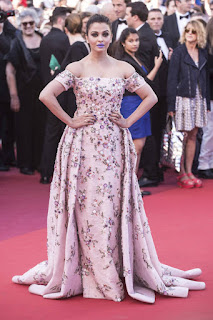 Aishwarya Rai Bachchan Never looked this stragne Fashion Blunder Aishwarya Rai At Cannes
