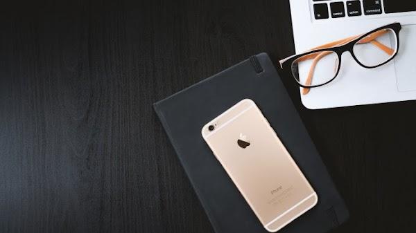 iPhone, Laptop, Agenda