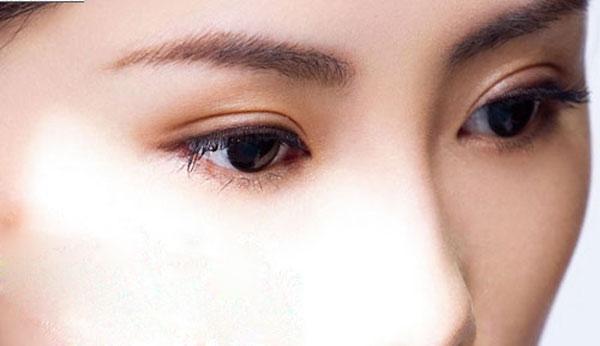 Sự khác nhau giữa làm mắt 2 mí và nhấn mí mắt